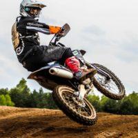 Überlastungsreaktionen der oberen Extremitäten im Motocross