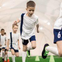 FIFA11+ Kids: Warm-up für kleine Fußballer halbiert die Verletzungshäufigkeit