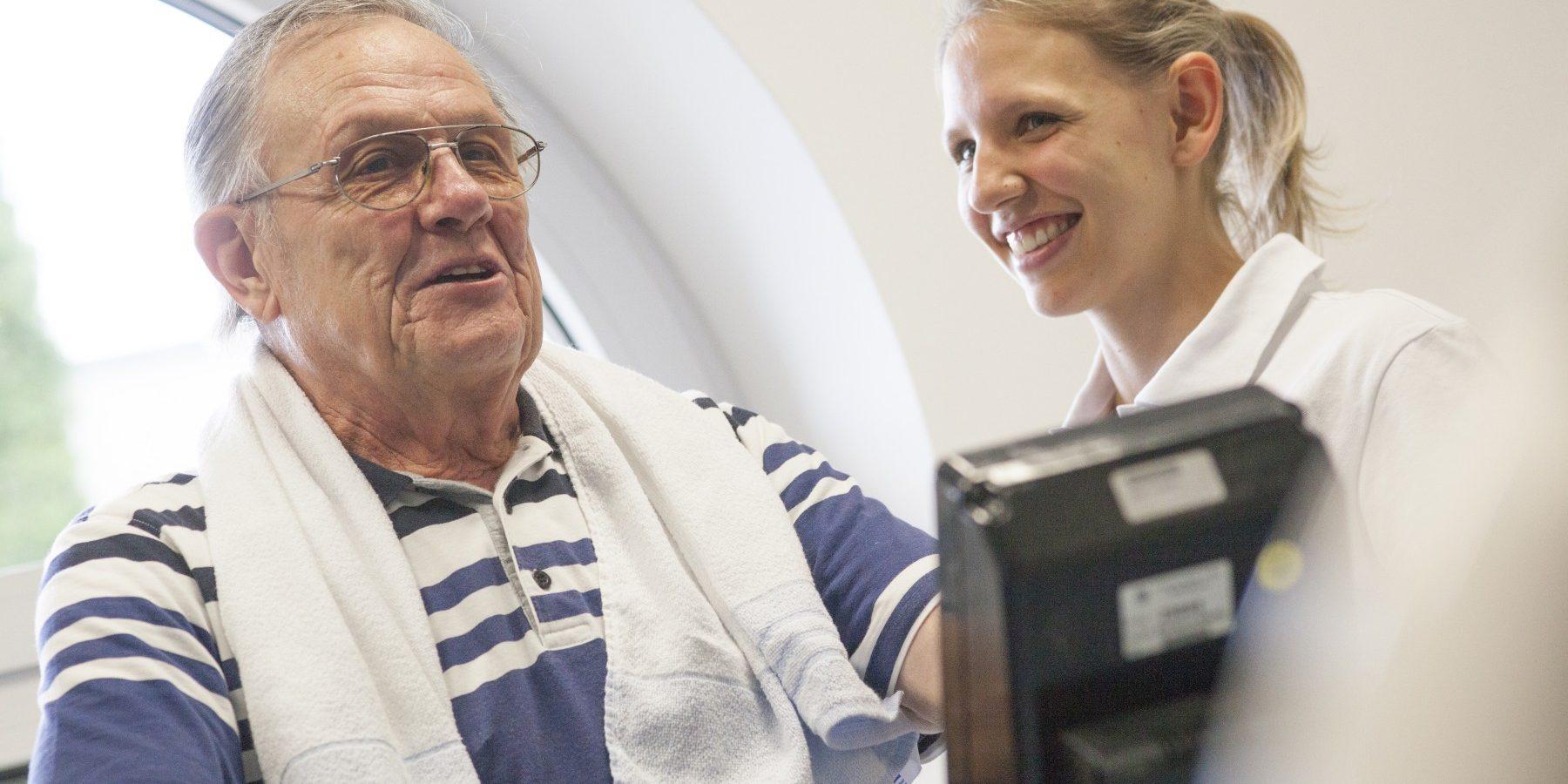 Hochintensives Intervalltraining bei Patienten mit koronarer Herzerkrankung (KHK) mit Herzinsuffizienz (CHF-HFrEF)