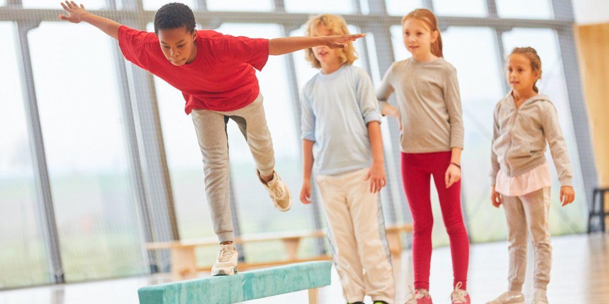 Schulsport-Programme verbessern kardiorespiratorische Fitness von Kindern