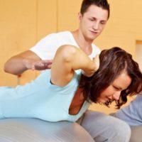 Was hilft mehr bei Rückenbeschwerden: Trainingshäufigkeit oder Kraftgewinn?