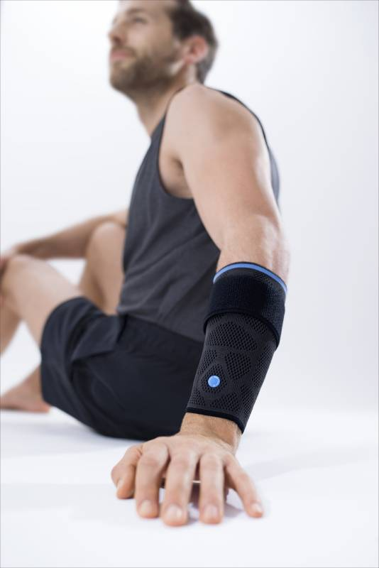 Pause für den Tennisarm – die Dynamics Plus Epicondylitisbandage bietet aktive Entlastung von den auslösenden Reizen.