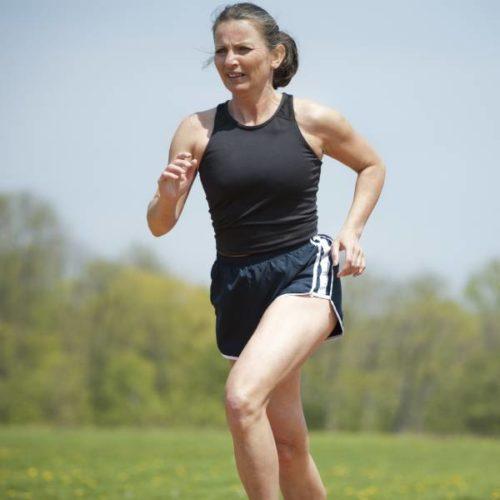 Einfluss von hochintensivem Ausdauer- und Krafttraining auf kardiometabolische Risikofaktoren bei Frauen in der frühen Postmenopause