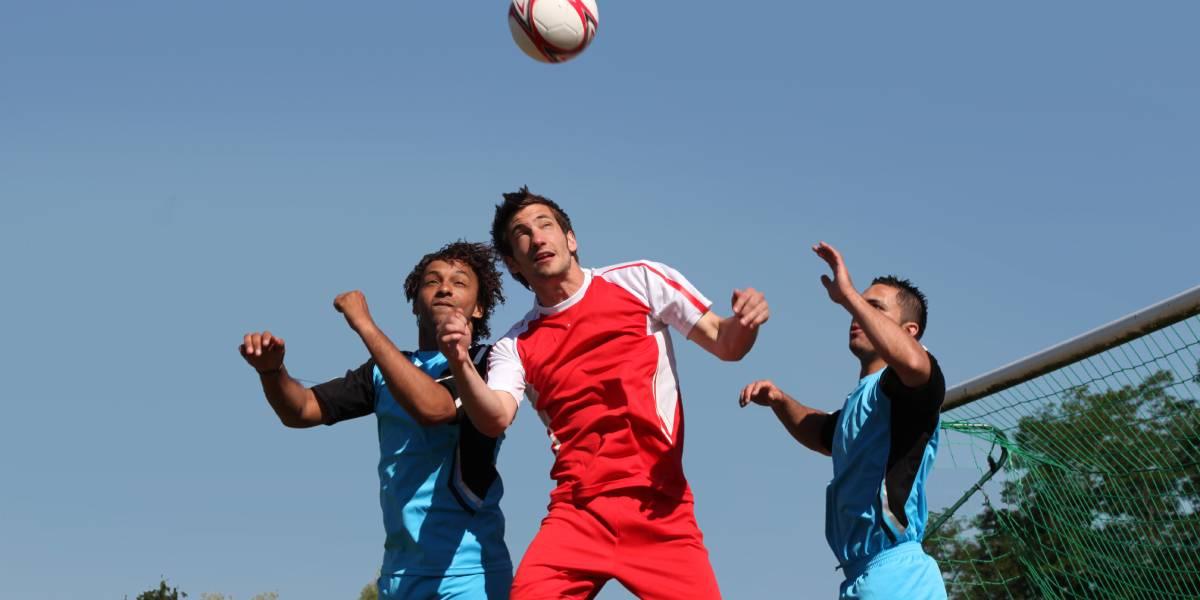 Meist niedriges Risiko einer SARS-CoV-2-Infektion beim Fußball